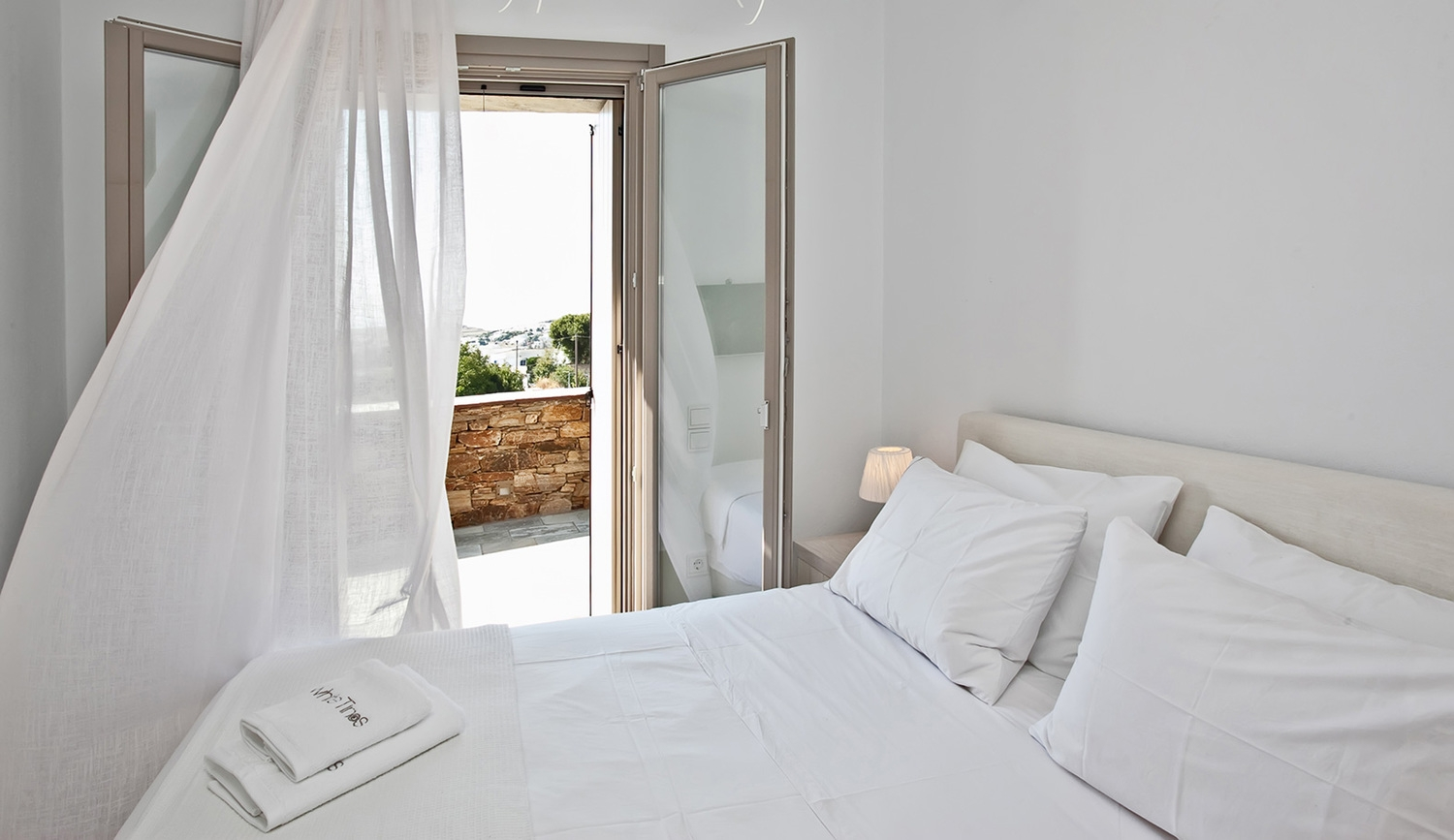 Akathi Suites - ''White Tinos''  Luxury Suites.