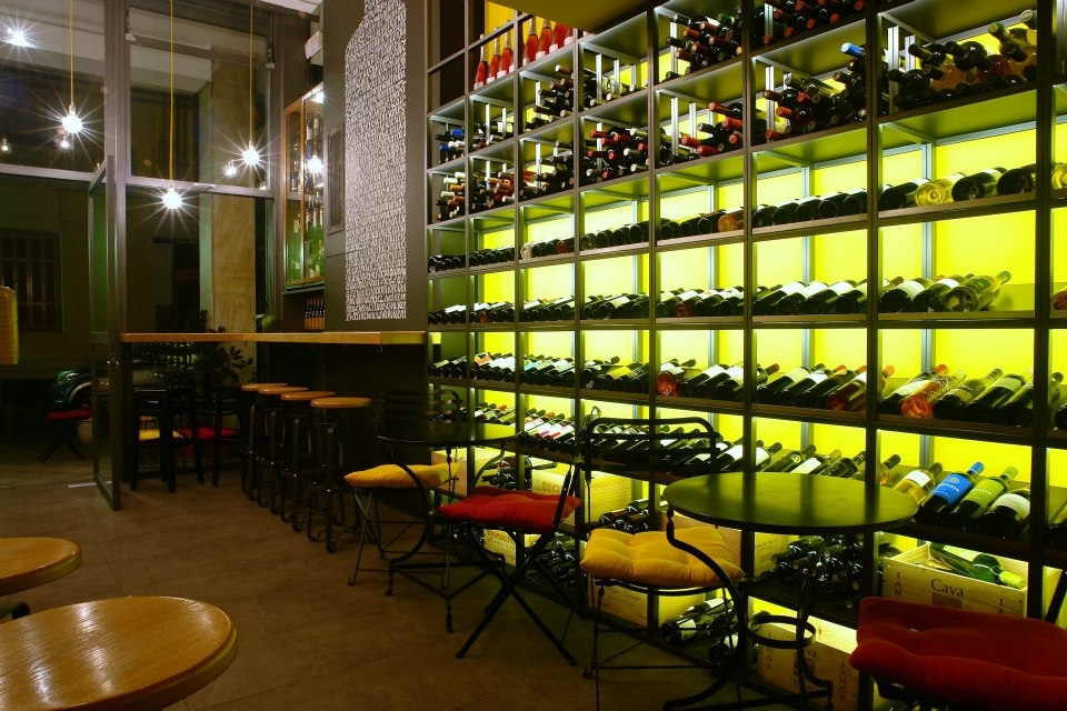 Oinoscent. Cellar and Wine Bar