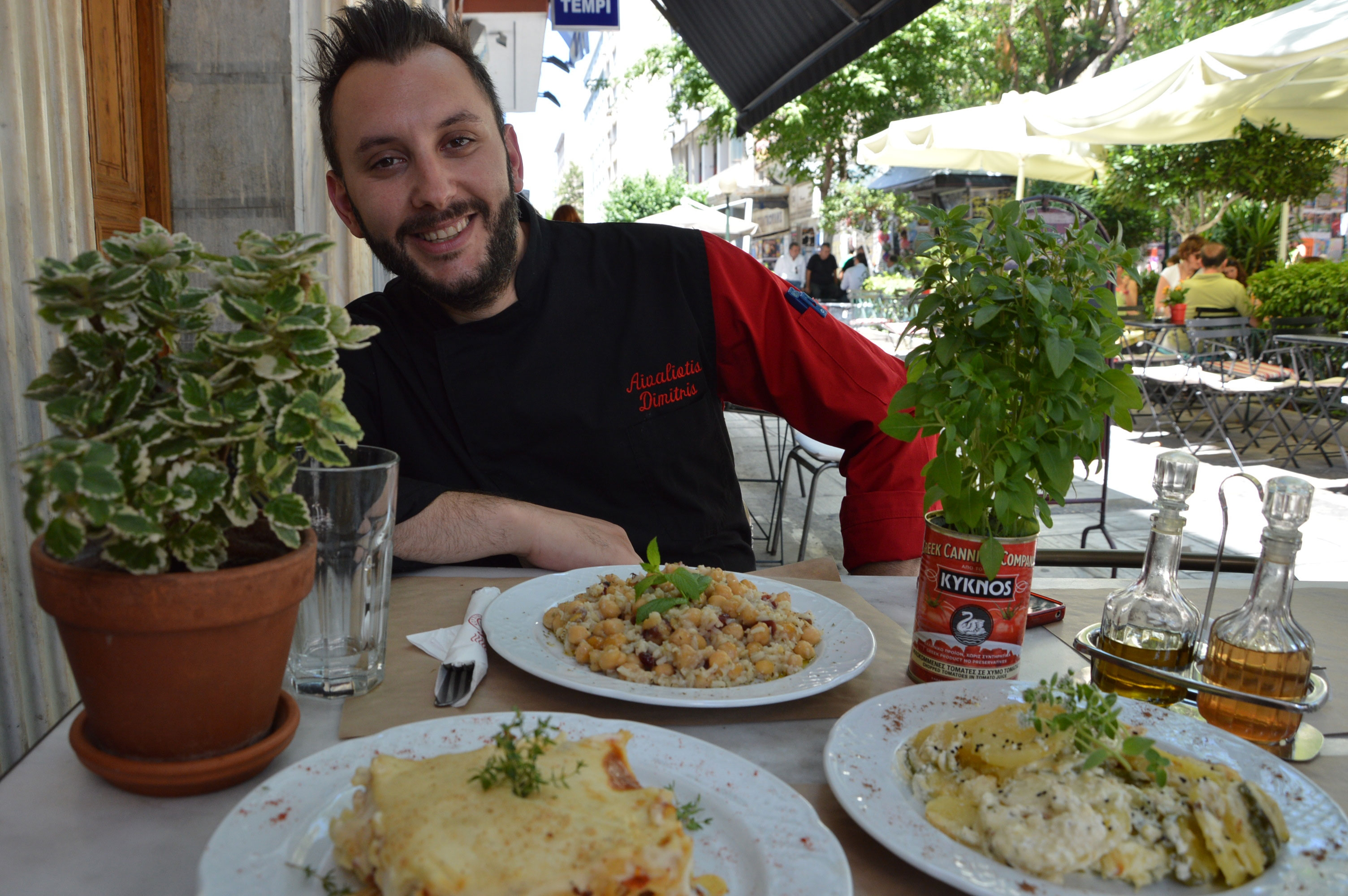 Dimitris Aivaliotis, chef of famous ''Manas Kouzina Kouzina'' answers in 10 tasteful questions....