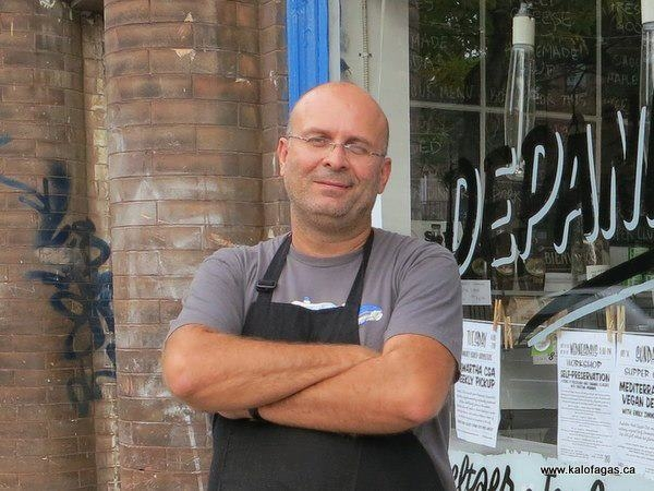 Peter Minakis food blogger answers in our questions.